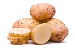 С помощью сырого картофеля