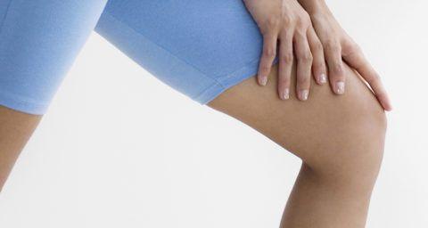 Щелкнуло колено, и теперь сустав болит - обратитесь к врачу
