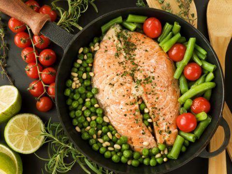 Снизить лишний вес и вывести из организма соли поможет рациональная лечебная диета.