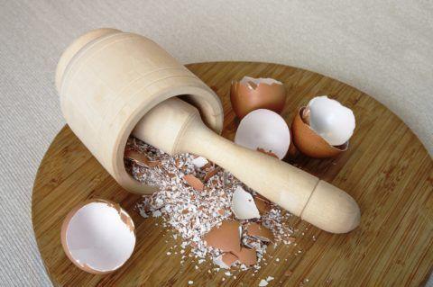 Толченая яичная скорлупа помогает повысить прочность костно-мышечной системы.