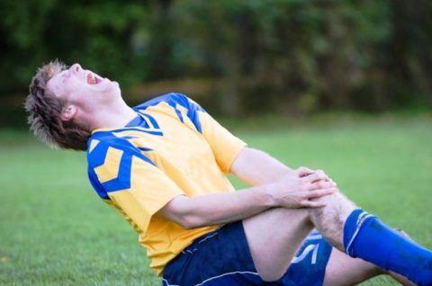 Травма коленного сустава всегда вызывает боль