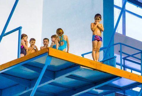 Цена за будущие олимпийские медали, при начале занятиями прыжками в воду в младших классах – дегенеративные изменения поясничного отдела позвоночника у 99% детей