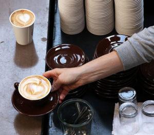 Удовольствие от свежего кофе