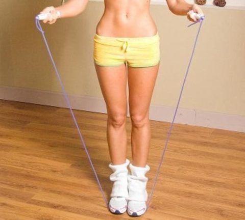 Упражнение со скакалкой