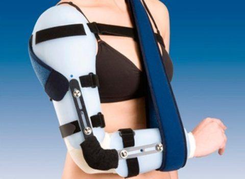 В большинстве случаев при травме плечевого сочленения показана иммобилизация.