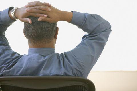 В отличие от поясничной грыжи, при ретролистезе боль стихает при сидении