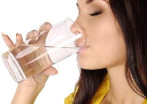 Выпить полстакана воды